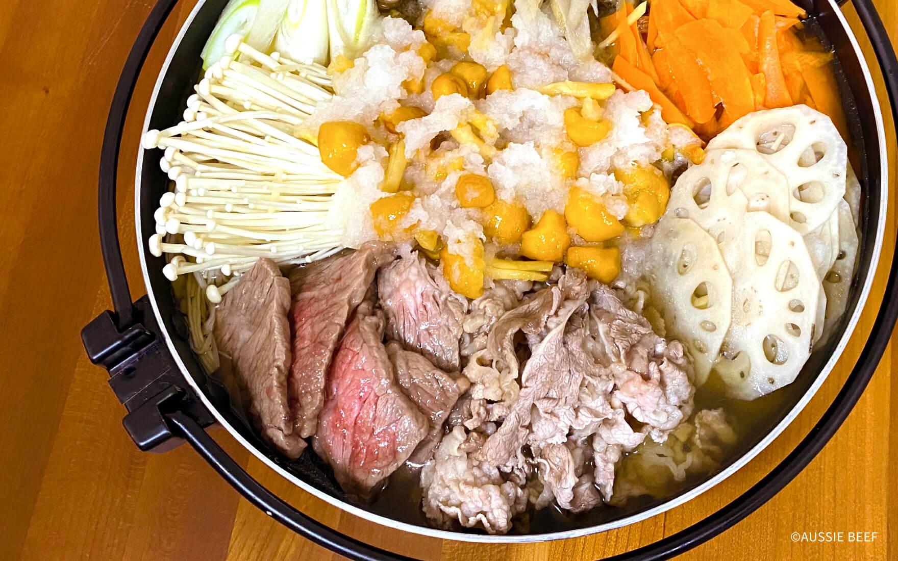 旬の根菜とオージー・ビーフ/寒い時期にピッタリの季節の野菜と組み合わせたすき焼き