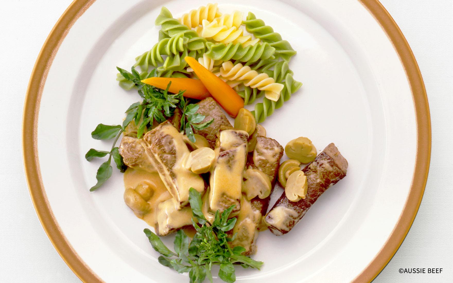 ステーキ肉のビーフストロガノフ