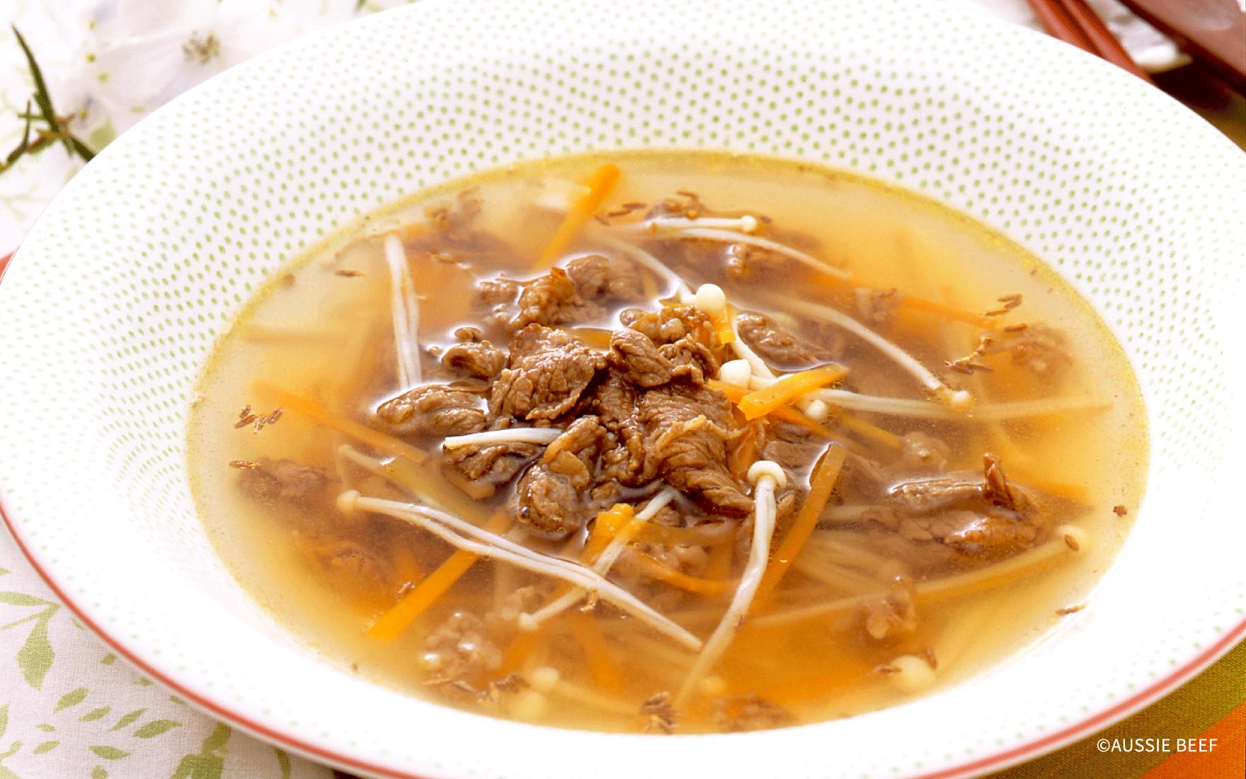 牛肉とニンジンとエノキのスープ