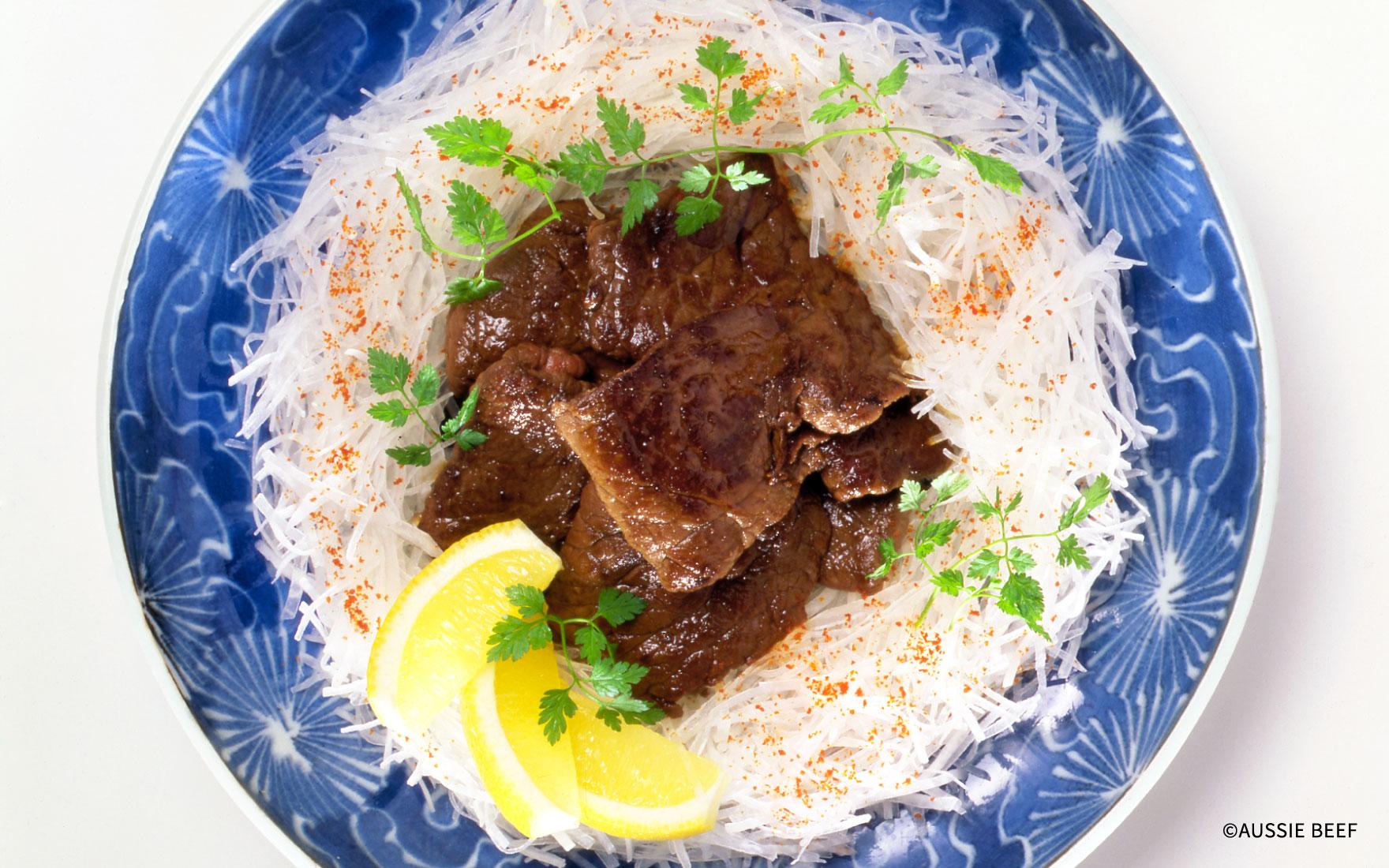 牛肉のソテーと大根のサラダ